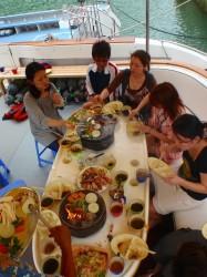 船上にて焼肉パーティ♪ (沖縄 ダイビング)